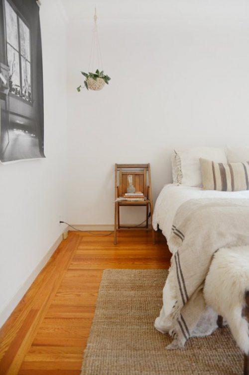 Schlafzimmer-eklektisch-Hanfteppich-Erdtne (1)